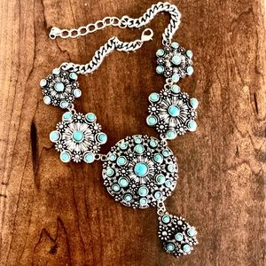 Jewelry - 🤩EUC🤩Turquoise and Silver Statement Necklace